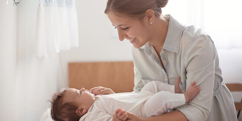Нужно ли пеленать младенца
